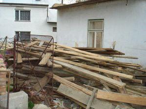 hromada ze střechy a ze stropu