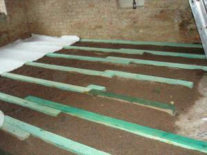 dělání podlahy v obyváku