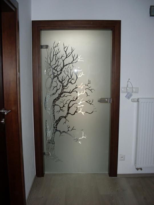 Z bytu do domu - Cena cca 600 EUR so zárubňami. Ale to bola zákazka na dvere do celého domu.Vzor som si kreslila sama. Som niekde videla niečo podobné