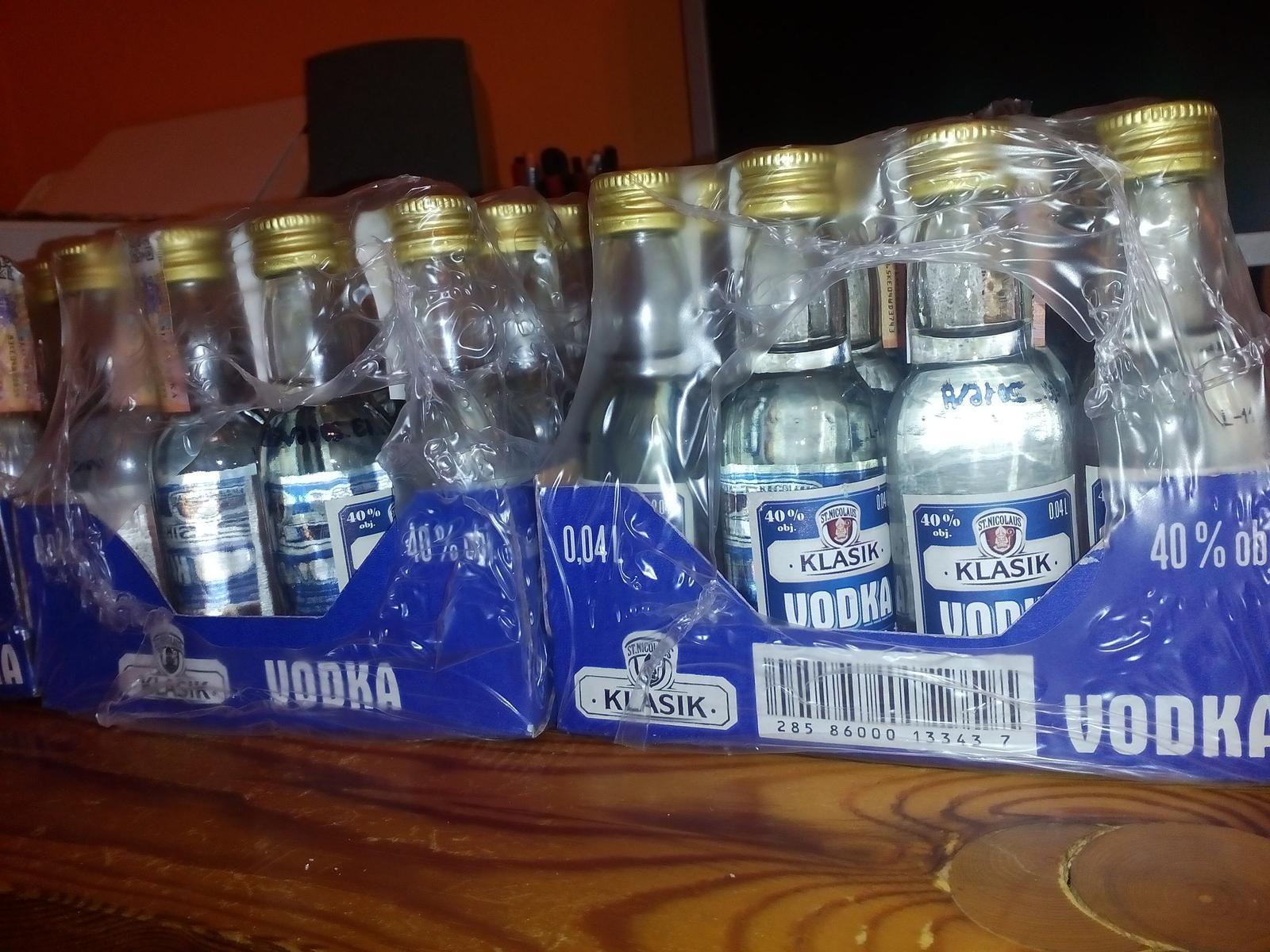 Zienky vcera som nakupovala darceky pre nasich chlapov na redovy :) V METRE maju akciu na alko :) - Obrázok č. 1