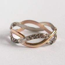 můj prstýnek.. :) je nádherný..