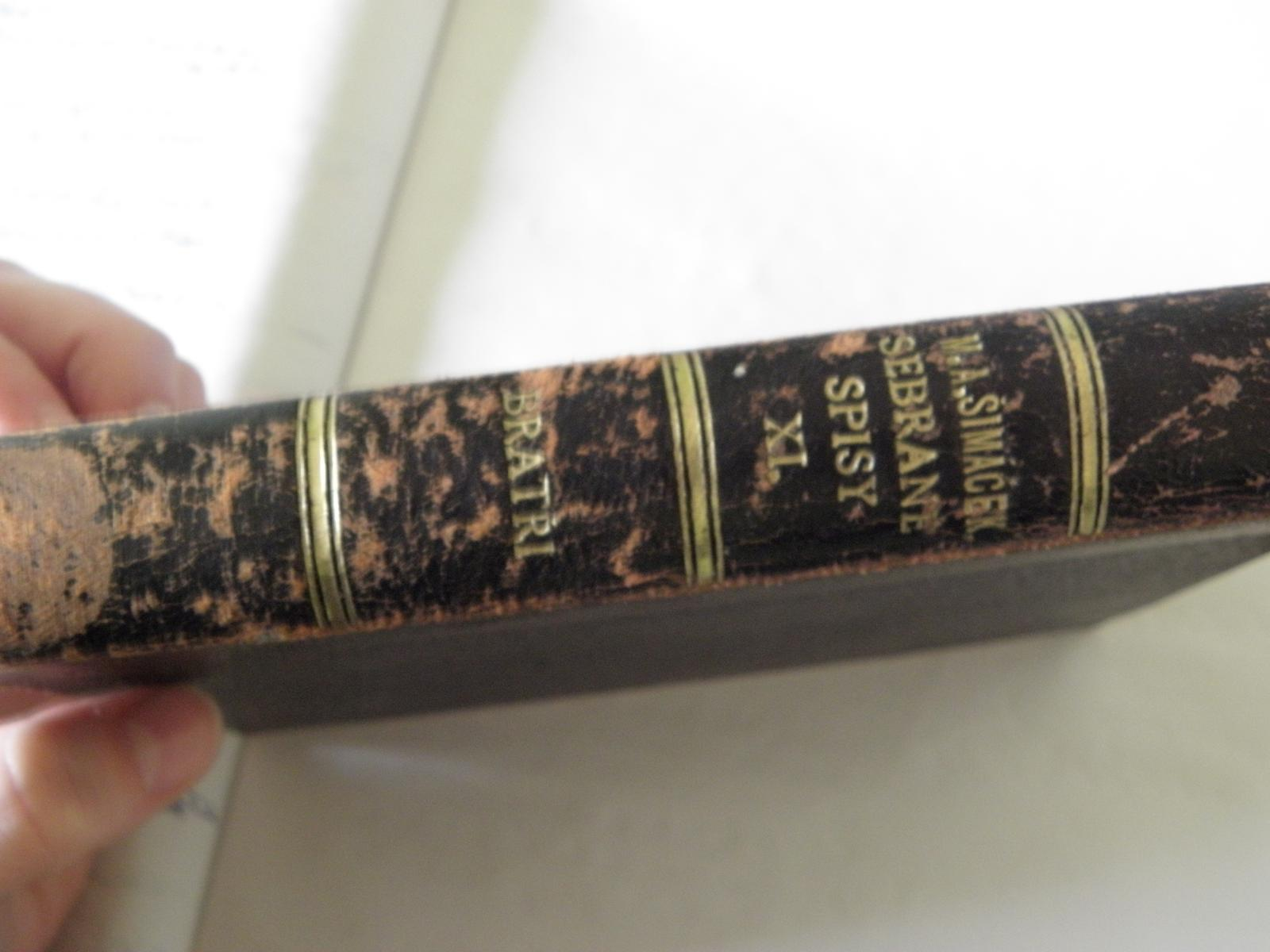 Selská svatba + Má tvorba - tak tohle je kniha vybraná pod prstýnky.. Je opravdu stará, přesně tak, jak jsem požadovala.. :) Krásně oprýskaná..
