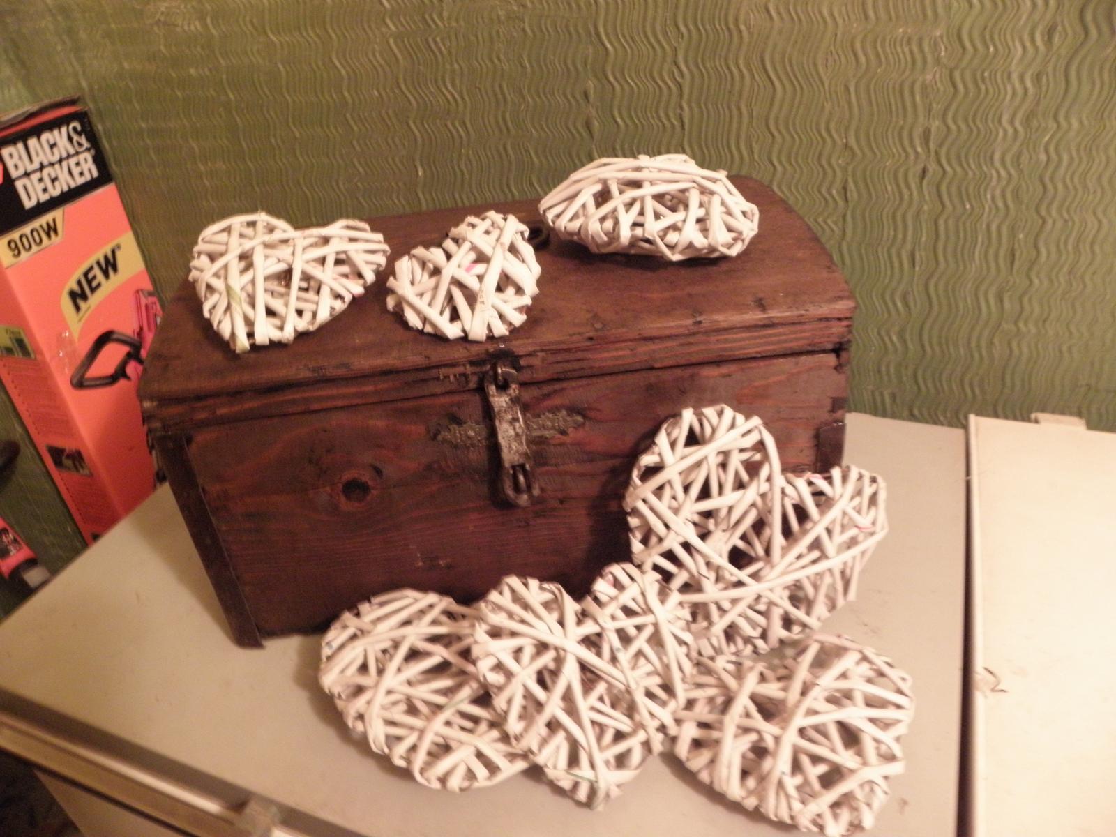 Selská svatba + Má tvorba - A moje další kupka pletených srdíček... Už jich mám 11... takže... zhruba tak půlka.. :)