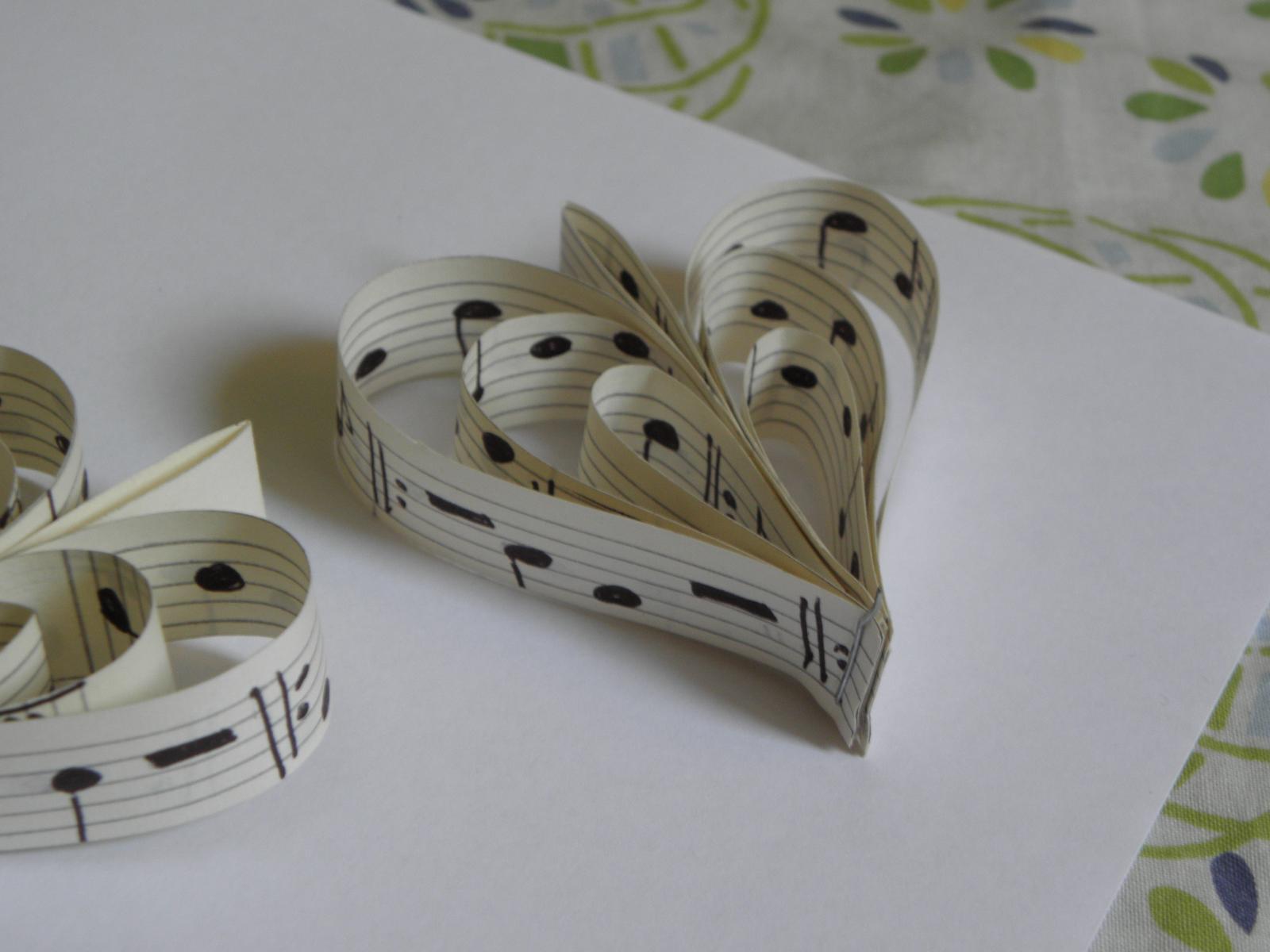 Selská svatba + Má tvorba - A detail vintage srdíčka... Už mi došel notový sešit... :( :(