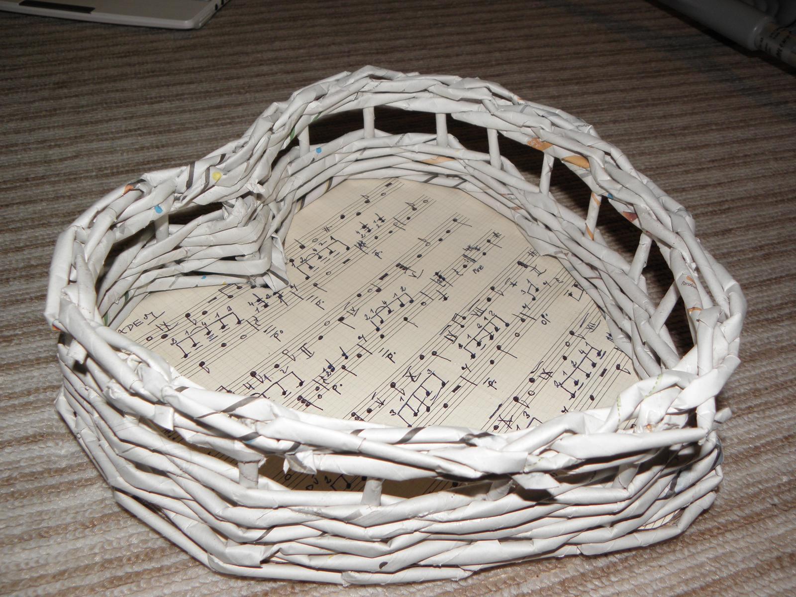 Selská svatba + Má tvorba - Nakonec jsem i já podlehla a budu mít košíček na vývazky... :D Ještě nabarvit, přelakovat a stužku.. a je to komplet.. :)