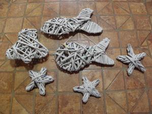 A vánoční tvoření..... Rybička přijde časem určitě do koupelny.. Zvoneček přijde zavěsit na dveře nebo do okna, a hvězdičky budou zdobit buď stromeček nebo aspoň větévky.