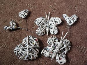 Srdíčkové zápichy do muškátů, motýlky na jaro a ještě jedno srdíčko na svatbu... :)