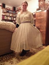 Svatební šaty mé babičky.... Využiji při focení na oznámení.. :) Je až zarážející, jaká byla babička hubená... :D