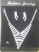 sada- nádherný náhrdelník+náušnice a prsteň,