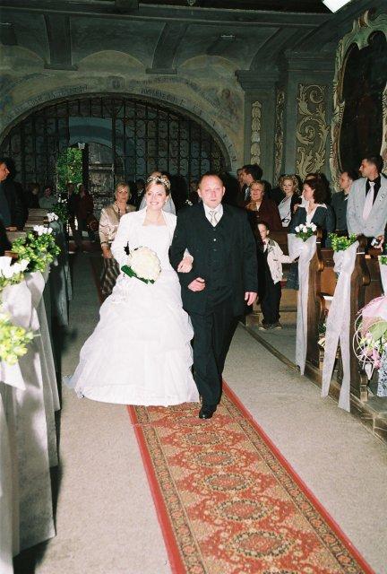 Lucia{{_AND_}}Jarino - príchod do kostola a naša výzdoba kostola