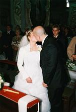 prvá vytúžená pusa novomanželov...