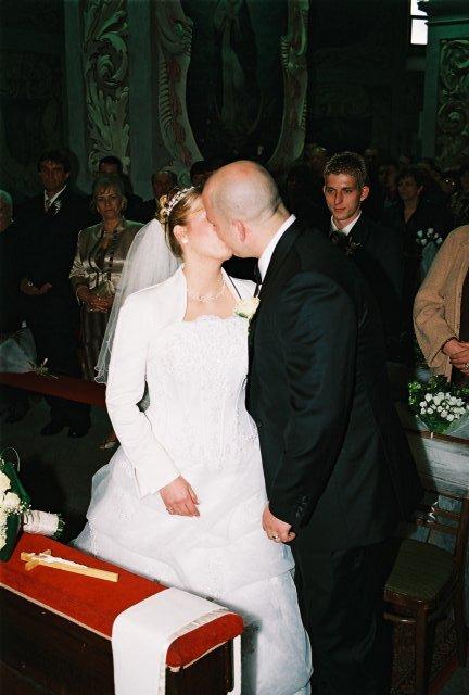 Lucia{{_AND_}}Jarino - prvá vytúžená pusa novomanželov...
