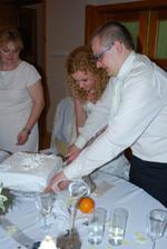 na krajanie torty sme vybrali tu najjednoduhsiu... aby mi dobre islo