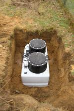 Grundfos Duolift - dvojita pumpa na odpadove vody (sme 40m od miestnej kanalizacie a o 1 meter nizsie - takze musime pumpovat).