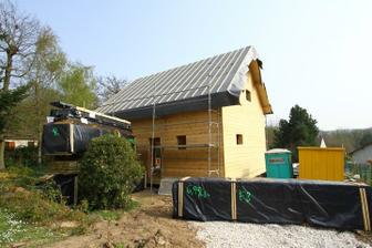 04/04 - Dnes prisiel 2.kamion z Finska s drevom pre vnutorne obklady stien, stropu, schodiste, vnutorne dvere, terasa atd...