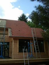 07/06 - Dnes uz strecha dostala prve skridle....