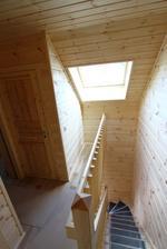 17/07 - Uz konecne mame aj Velux namontovany. Je to velkost S06 (114x118cm). Hned mame viac svetla na schodoch a na chodbe na poschodi...