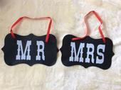 Cedulky s nápisy Mrs&Ms,