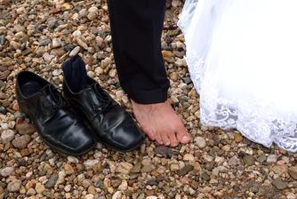 naprosto promáčené ponožky, aneb tak to dopadá, když se skáče na trampolíně po dešti :-D