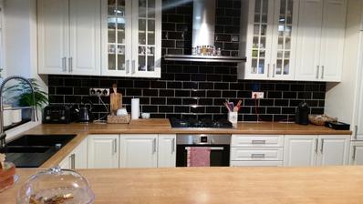 Kuchyňa inšpirovaná IKEA Metod linkou, táto však bola robená stolárom
