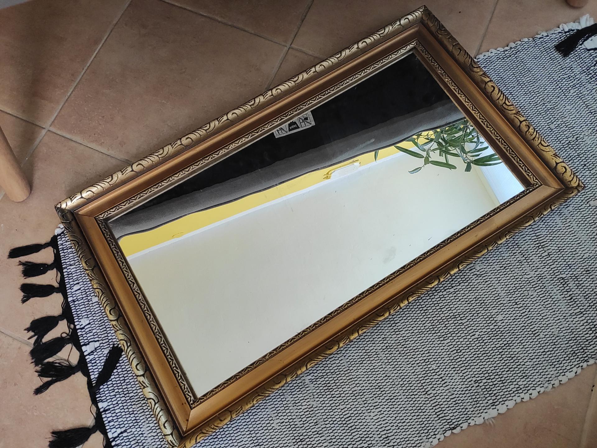 Ahojte. Máte niekto doma takýto rám na obraz natretý v inej farbe ako takáto pôvodná ? Zaujíma ma ako by to vyzeralo :-) - Obrázok č. 1