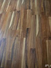 Podlaha.. obývák a kuchyň.. ořech venosta..
