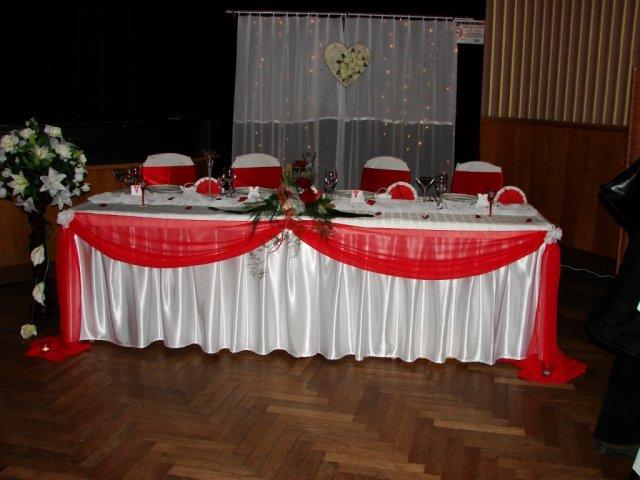 Napady na dekoraciu - hlavny stol