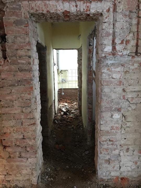 Po omítkách přišla na řadu podlaha, betony pryč.