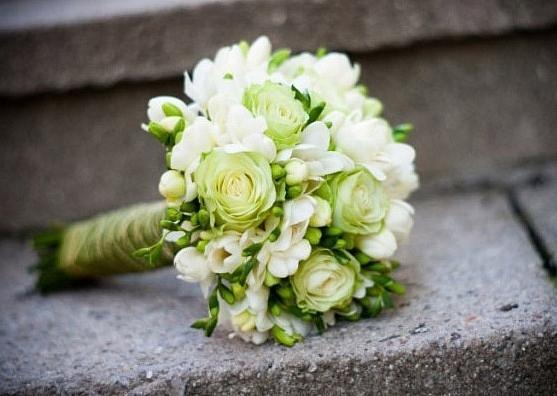 Voňavý sen alebo tá pravá kytica pre mňa :-) - Keďže svadba bude v bielo zelenej farbe, aj kytičku chcem v tejto farebnej kombinácii...