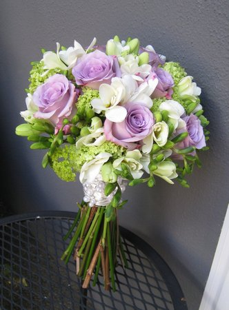 Voňavý sen alebo tá pravá kytica pre mňa :-) - Namiesto fialových ruží biele a mohla by byť :-)