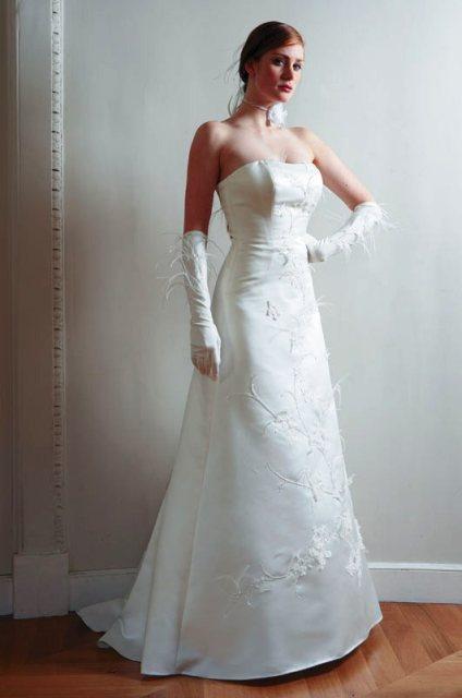 Mé svatební šaty na modelce, no slečna trošku víc hubenější :o) ale mě také sluší :o)
