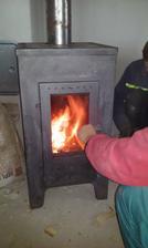 Prvý krát sme si zakúrili v kachlách :) Nech nám nieje zima :)