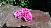 15 ks fialových umělých květů,