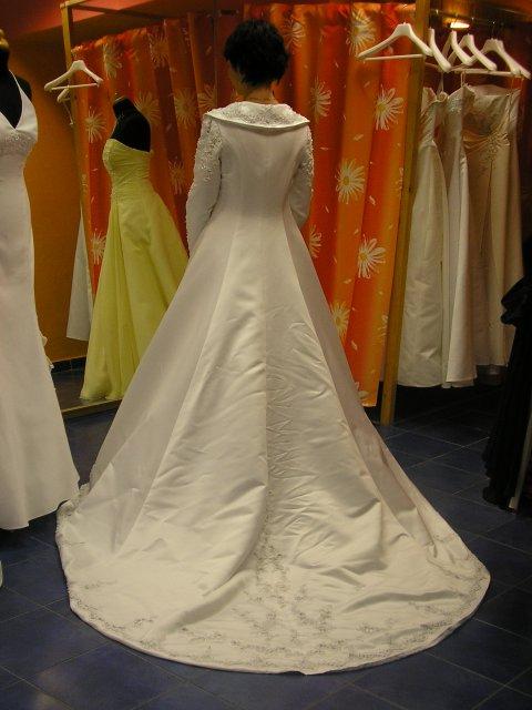 Hlavně šaty - Obrázek č. 1