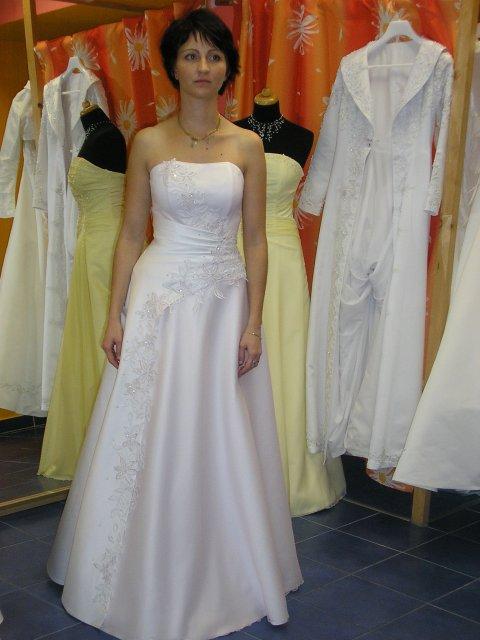 Hlavně šaty - kobinace s růžovou perletí