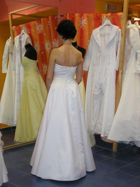 Hlavně šaty - záda