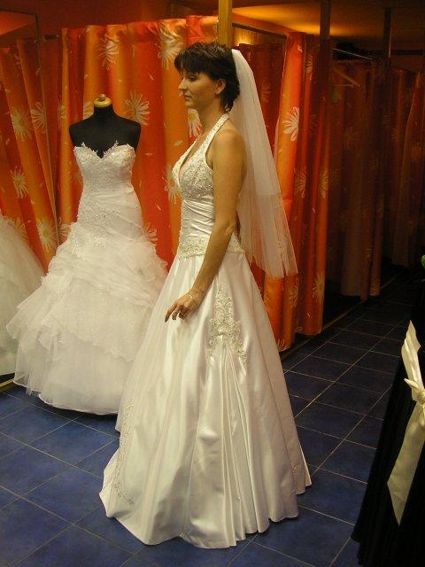 Hlavně šaty - z boku