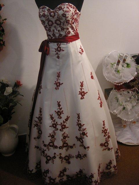 Hlavně šaty - Obrázek č. 34