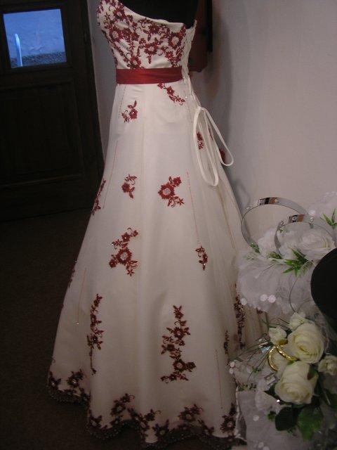 Hlavně šaty - Obrázek č. 35