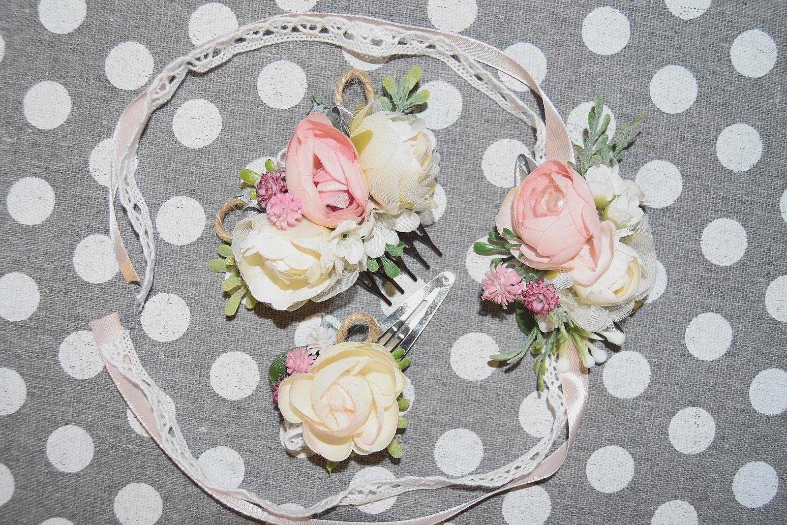 """Wedding Time - prvé skúšanie náramku, hrebienku alebo sponky pre hlavné """"baby"""" družičky :)"""