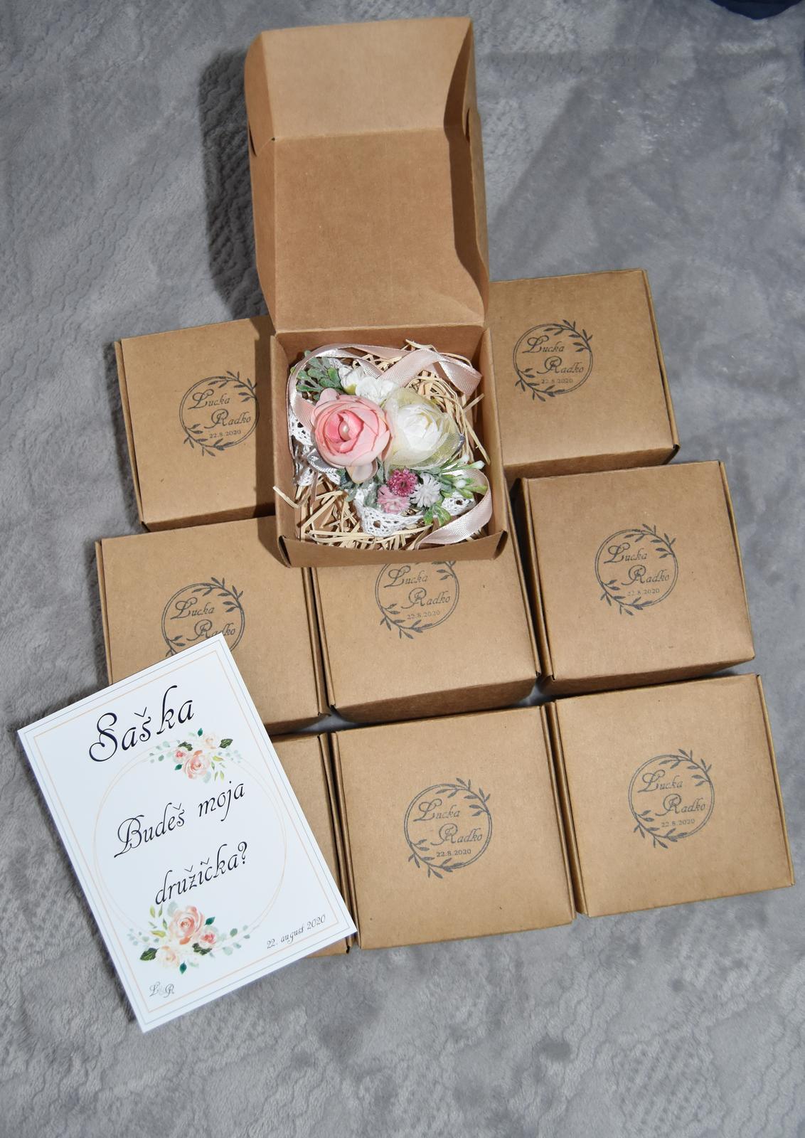Wedding Time - malé družičky dostanú takto zabalené náramky + kartička :)