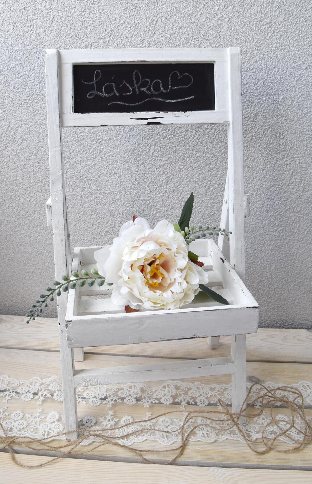 Wedding Time - stojan je síce určený na kvety ale viem si ho predstaviť v candy bare a v ňom uložené muffinky alebo iné sladkosti :)