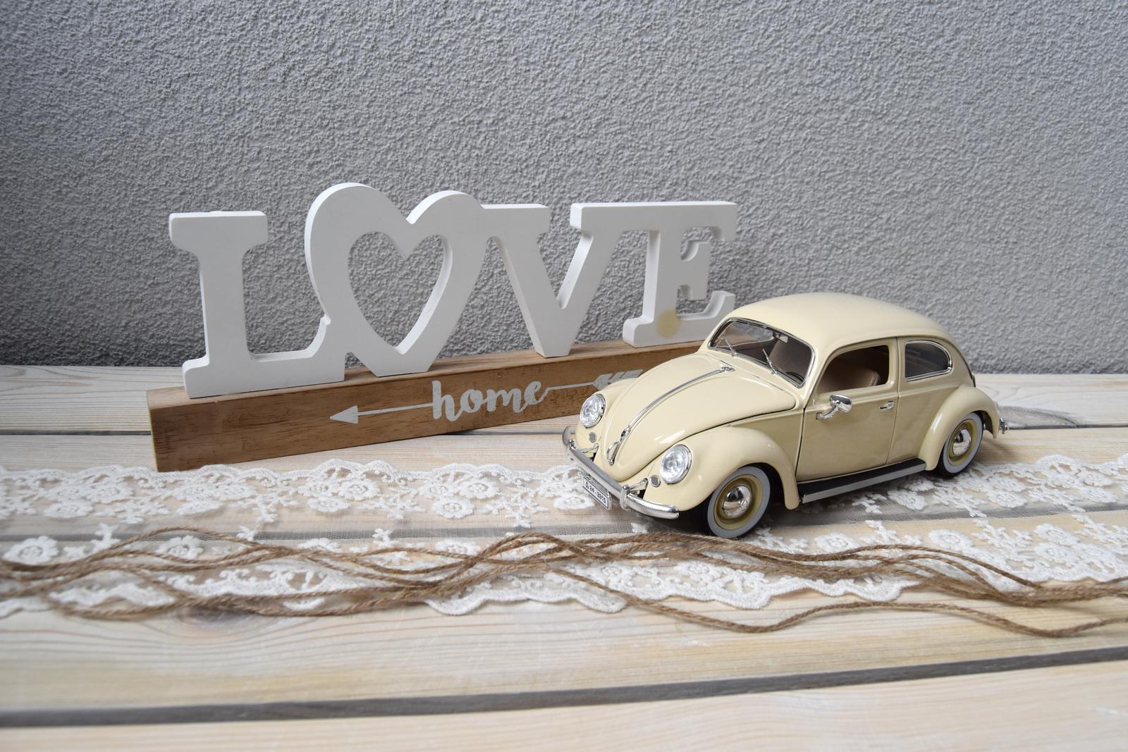 Wedding Time - veľmi by som chcela aby ma v svadobný deň viezli v bielom starom chrobáčiku :) od snúbenca som dostala na vianoce zatiaľ túto menšiu verziu, ktorá ma neskutočne potešila ♥