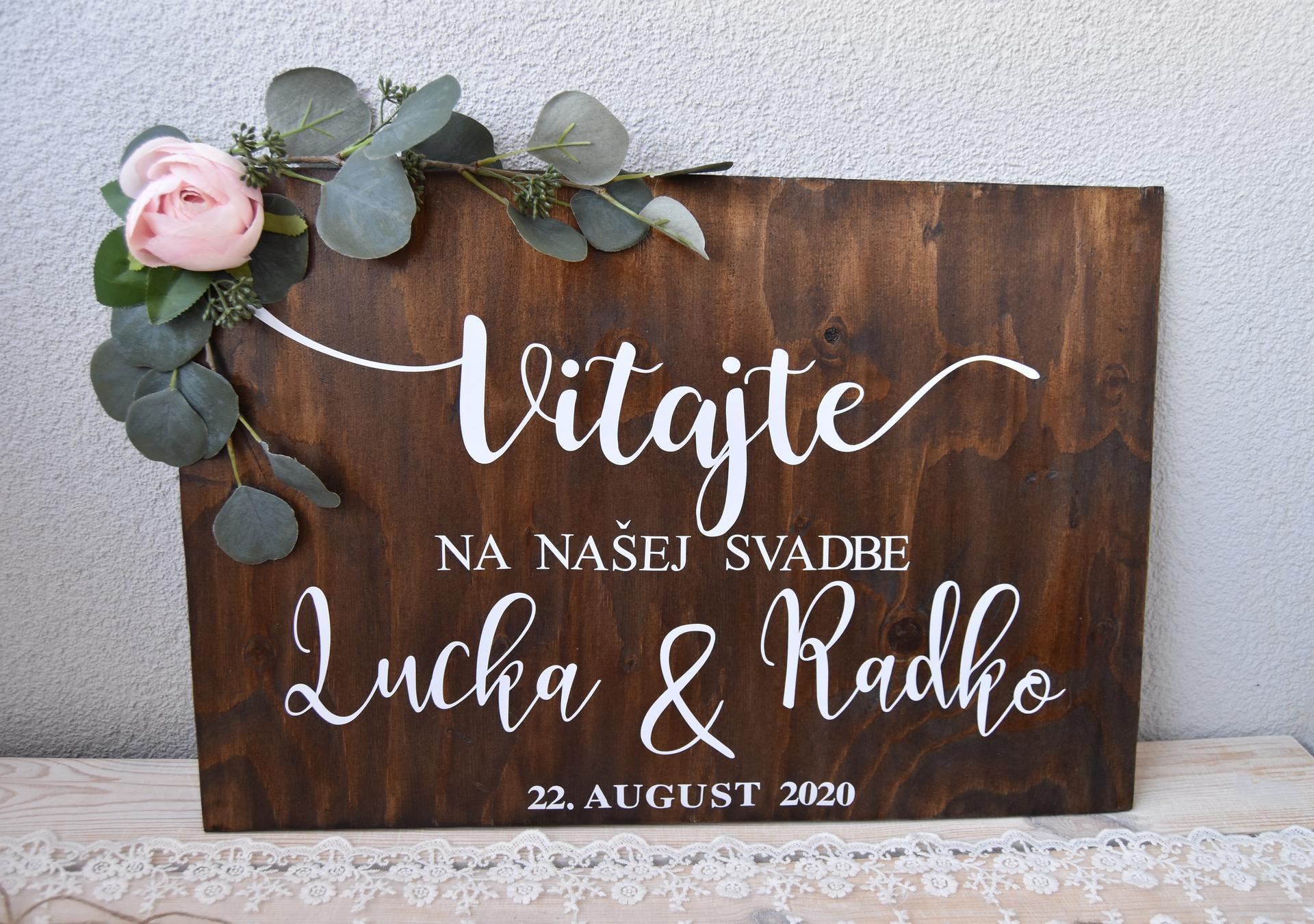 Wedding Time - uvítacia tabuľa hotová :) text je z ali a tabuľa stará preglejka zo šopy, obrúsená a natretá farbou orech :)