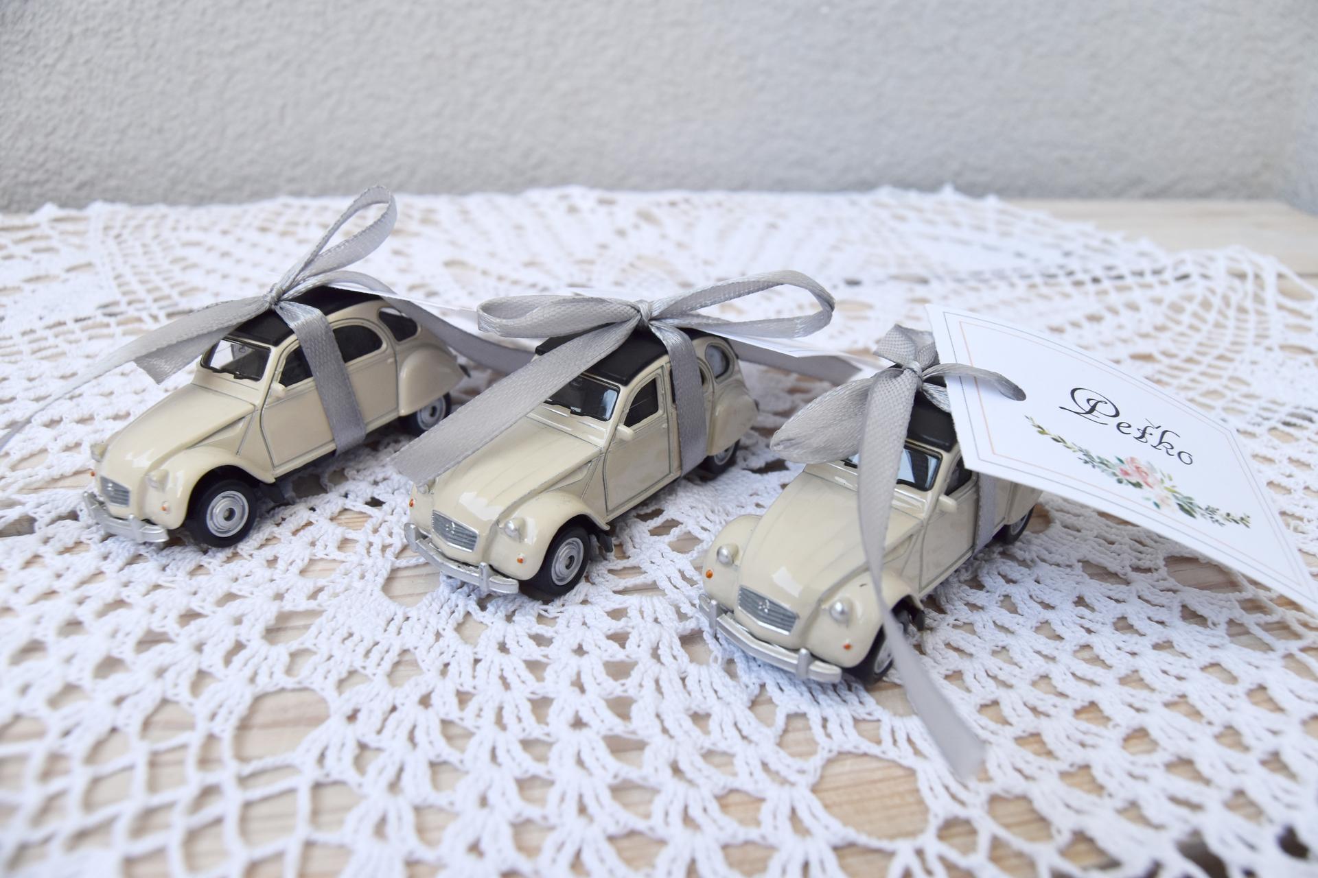 Wedding Time - darčeky pre najmenších chlapcov :) dúfam, že sa im budú autíčka páčiť tak veľmi ako mne ♥  jedno som si nechala aj ja pre seba :) milujem tieto staré autíčka :)