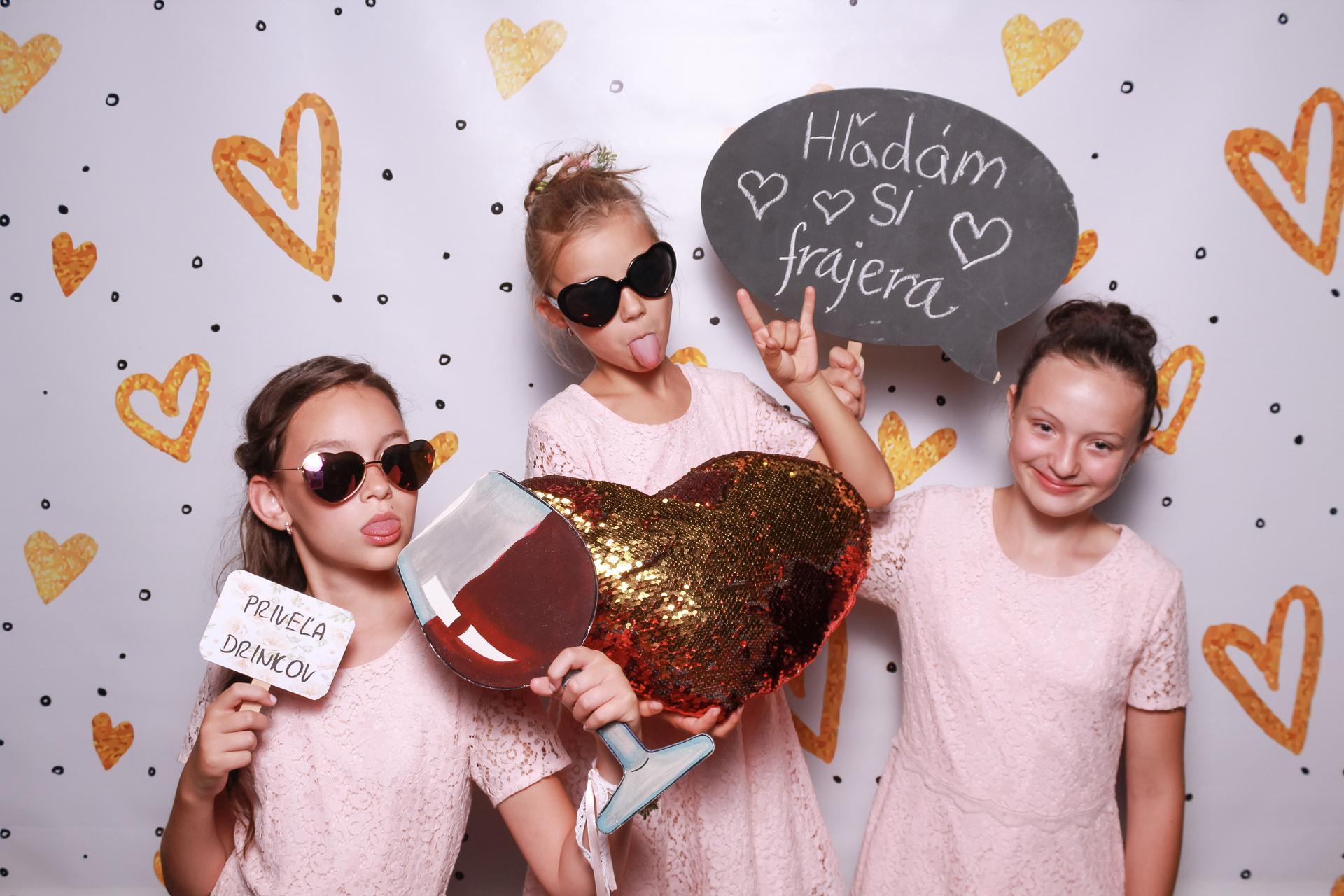 Wedding Time - no a naše malé družičky sa skutočne odviazali :D zbožňujem túto fotku a tie ich pózy ♥