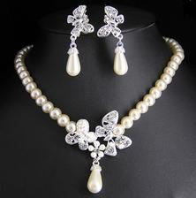 Anebo v perlovém stylu.