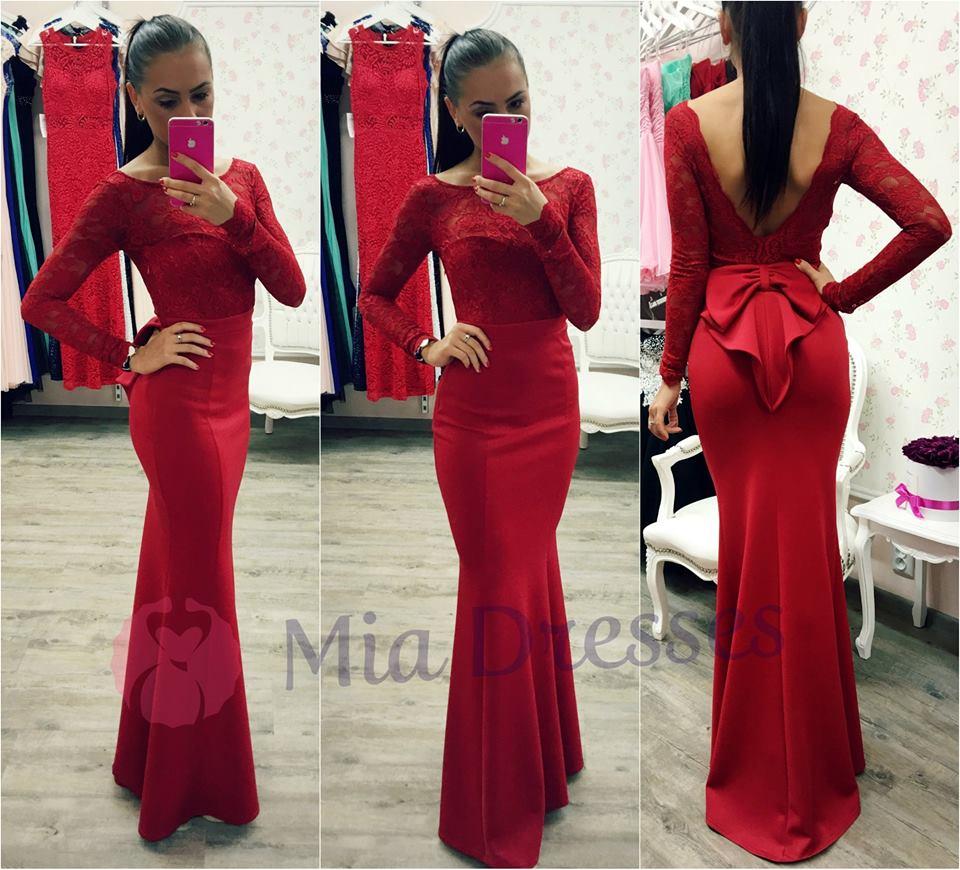 0e94c4a0a6 Aké doplnky k červeným šatám  - - Spoločenské šat...