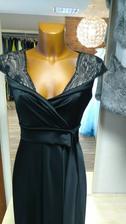 Podobné šaty ve smetanové barvě si nechávám šít :-)