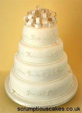 nakonec jsme vybrali tento dortík, ale nahoře budou figurky